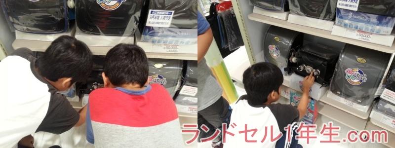 イオンのランドセル売り場でランドセル選びを始める子どもたち