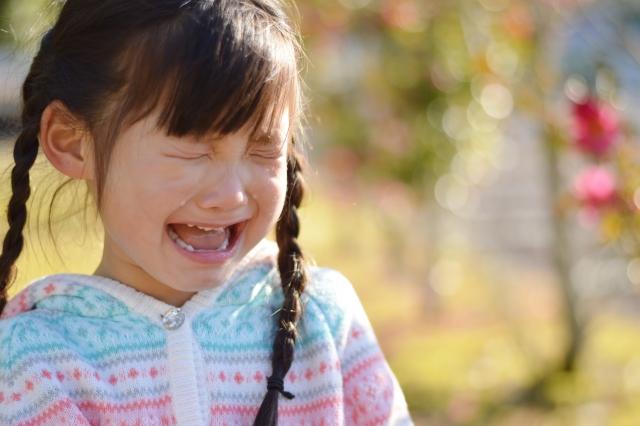 欲しいランドセルが完売で泣く女の子