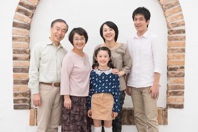 祖父母と親と子供
