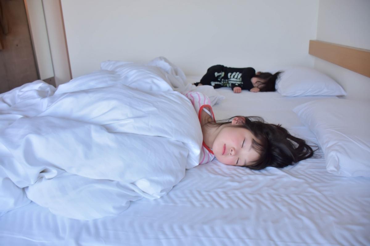 親と離れて寝る準備期間を設けて、ひとり寝をスムーズに進めましょう。