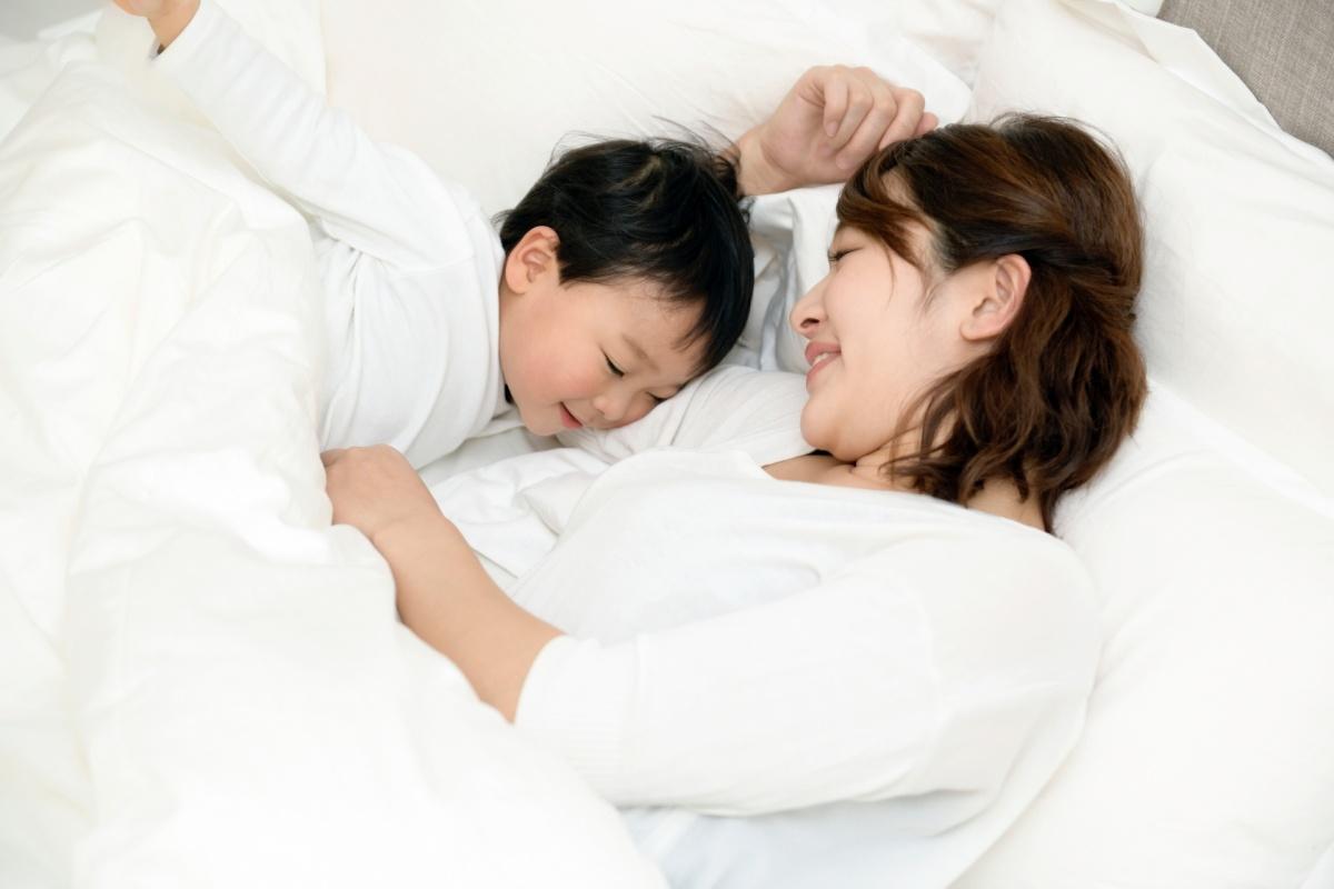 ひとり寝で寂しいときは、親子で寝ても大丈夫です。