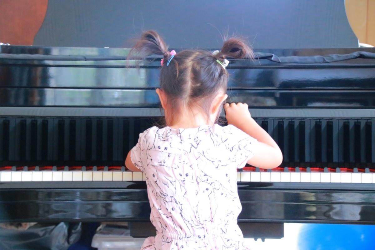 女の子の習い事で人気なのは、ピアノです。